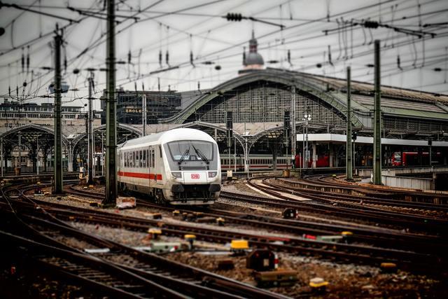 DB tog på station